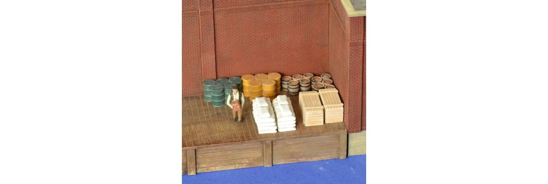 H031-crates-wood-barrels-drums-bags