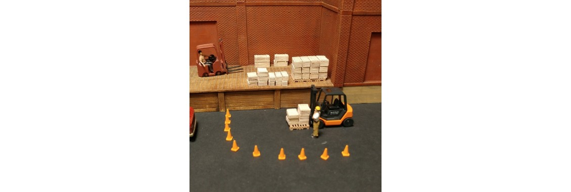 H032-mix-crates-wood