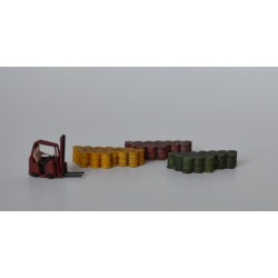 N016 Oil drums grouping of 16